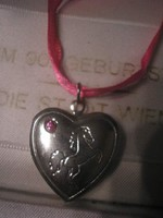 N7 ezüst színű kinyitható szív medál selyem szalagon