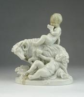 0Q220 Antik Scheibe Alsbach porcelán puttó figura
