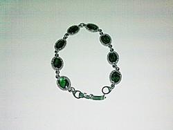 Jelzéssel Ellátott Ezüstözött  Smaragd Zöld Színű Köves Karlánc!