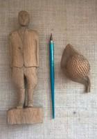Régi kézzel faragott tintatartó tollszárral  naiv fa emberfigurával egyben