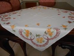 Hímzett asztalterítő 83x83 cm