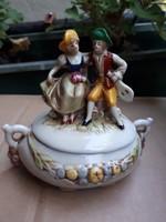 Porcelán bonbobier  figurális tetővel jelzett Altwien?