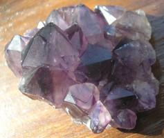 Ametiszt természetes kiméretű klaszter (3)