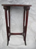 Régi kis Thonet asztal.63 x 31 x 29 cm.