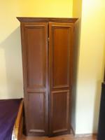 Akasztós stil szekrény