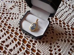 Kék köves aranyozott medál