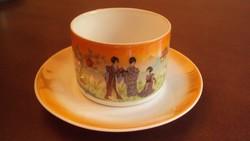 Zsolnay jelenetes gésás csésze és alja