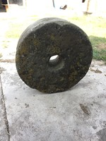62,5 cm átmérőjű malomkő, örlőkő