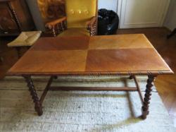 Koloniál asztal