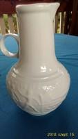 Fehér, német Scheurich  kerámia váza, görög kidomborodó mintával, 17 cm