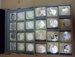 Nemzetünk nagyjai 24 db ezüst érem dobozában