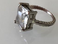 Gyűrű hatalmas kristály kővel