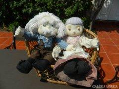 Öregek fotelban - rongybaba páros