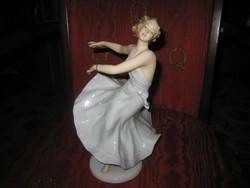 Schaubach  , balerina  , hajszál repedéssel  mint a képen  ....