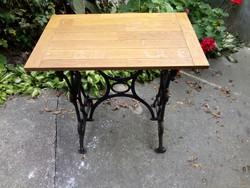 Asztallá alakított varrógépláb