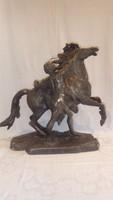 Antik nagyméretű szobor lovát fékező férfi
