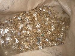 Több ezer fém betű medál,bizsu