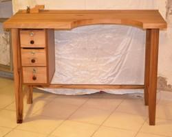 Ötvös asztal tömör diófa új