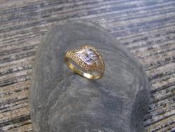 Női köves aranygyűrű