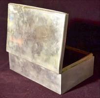 Ezüst doboz.