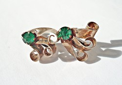 Csiszolt zöld köves aranyozott ezüst fülbevaló