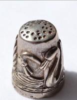Szecessziós ezüst gyűszű hattyúkkal magyar ezüstjellel