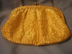 Aranyszínű alkalmi színházi táska selyem béléssel+ lánccal .