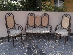 Thonet jellegű kanapé, szék.