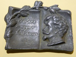 """Régi ,,Petőfi:Talpra magyar hí a haza"""" könyv alakú emléktárgy."""