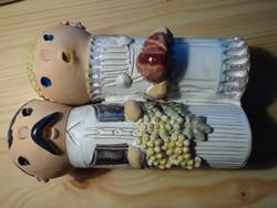 Szilágyi Mária páros népi figura szőlővel és kenyérrel