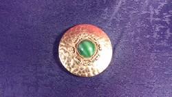 Aranyszínű zöld köves bross, kitűző bizsu 009