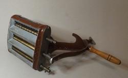 Antik ,régi tésztacsináló gép bronz ,öntöttvas