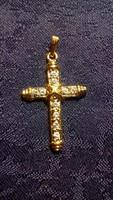 Aranyszínű, kövekkel díszített kereszt medál 036