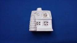 Porcelán mécsestartó házikó
