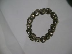 Ezüst vagy ezüstözött gumis karkötő  38,5  gramm  nagyon nehéz