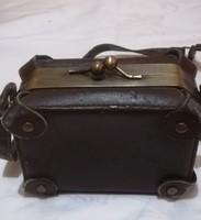 Antik női kis bőrönd alakú  válltáska.