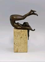 Háton fekvő női akt - bronz szobor