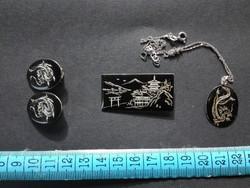 Japán amita vésett sterling silver kitűző, medál és fülklipsz nyaklánc nélkül