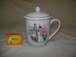 Jelenetes porcelán teás csésze - fedeles
