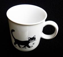 Ritka feketemacskás csésze