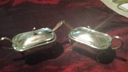 Jelzett hibátlan ezust füszertartópár négylábú 2db kanállal. Hossza 8.5 cm szèlesség 4.5cm