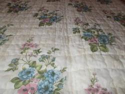 Gyönyörű romantikus nagy ágytakaró fodorral