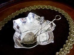 Pazar, ezüstözött, levél formájú csemege vagy kockacukor kínáló tálka, levél formájú kanállal