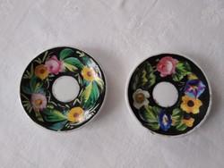 Jelzetlen antik kézzel festett gyűrűtartó tálkák, vagy babakészlet darabjai lehettek