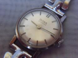 Svájci Doxa karóra,pontosan működik.Stílusos hölgyeknek.