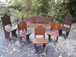 Vastag tölgyfa ! .... Asztal, pad, székek.