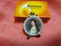 Sissi királyné parányi porcelán tányéron
