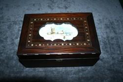 Furnérozott, porcelán berakásos dobozka
