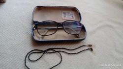 Régi szemüveg fém tokkal
