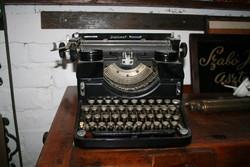 Diplomat írógép eladó